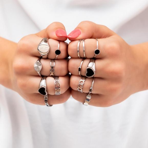 Veel ringen zilver om hand