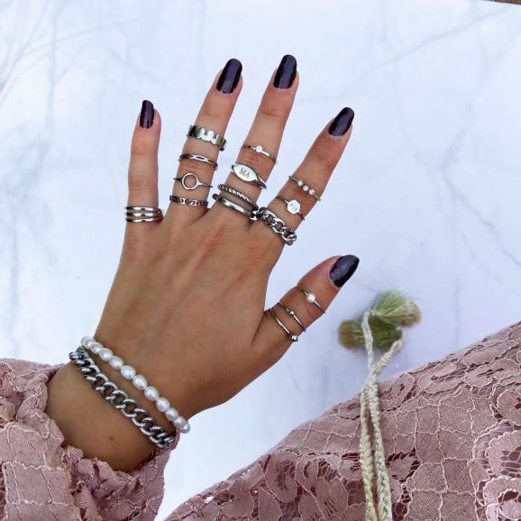 Mooie chain ring met combinatie van andere ringen