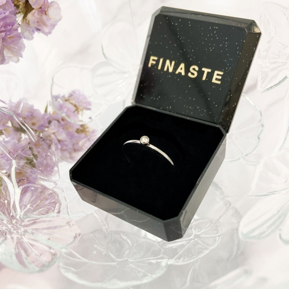 Alle ringen worden in een sieraden doosje geleverd