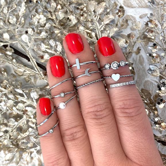 Leuke set van ringen met een maantje om de hand