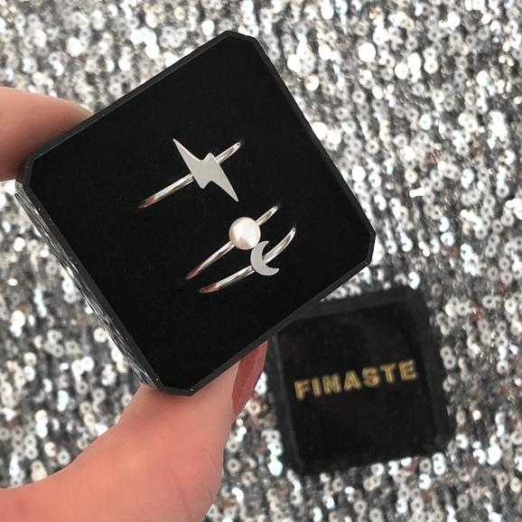 Leuke ringen in een sieradendoosje om cadeau te geven