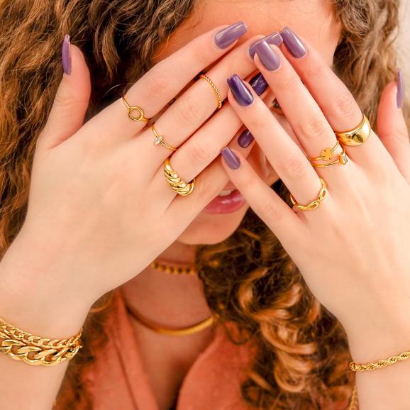 Trendy set met ringen om de hand voor een complete look