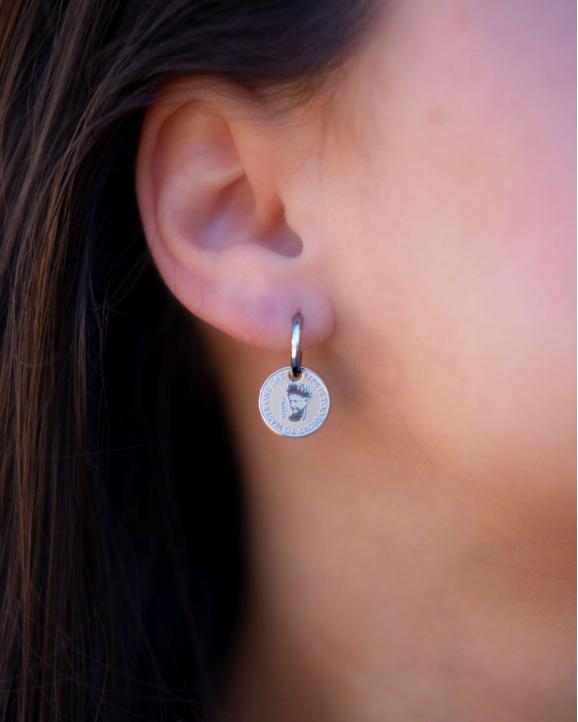Waste one day oorbellen in oor