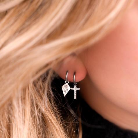 Kruisjes oorbellen steentjes kleur zilver