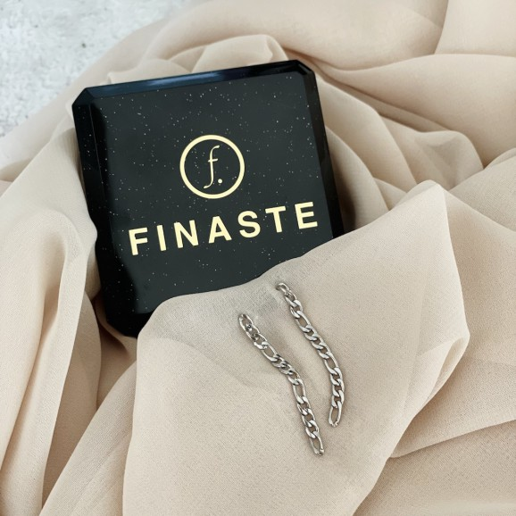 Mooie zilveren oorbellen om cadeau te geven met een sieradendoosje