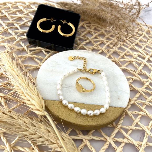Trendy goudkleurige sieraden om te shoppen