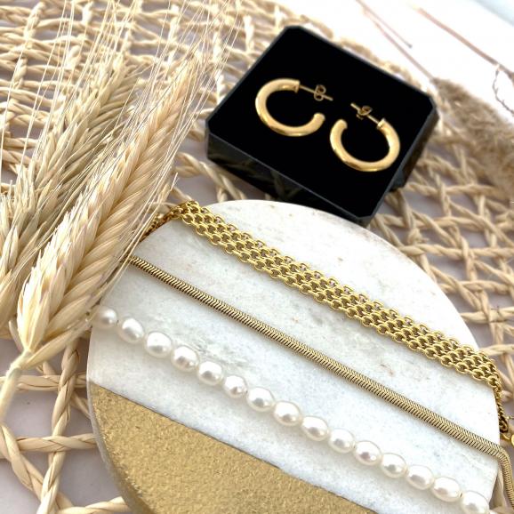 Mooie goudkleurige musthave sieraden die je kan shoppen