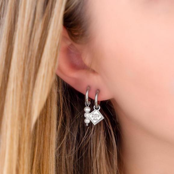 Earparty met pareltjes en jaartal oorbellen