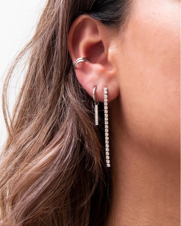 Zilveren ear party in oor