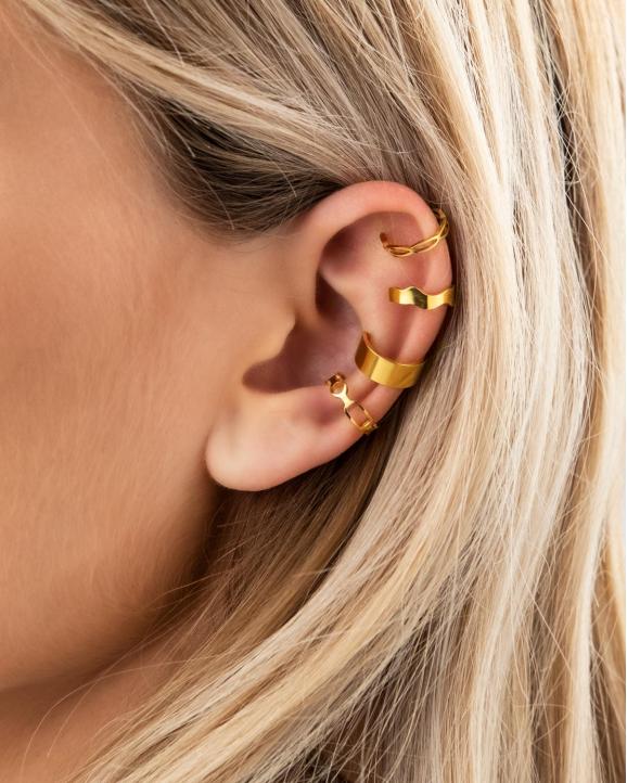 gouden ear cuff look
