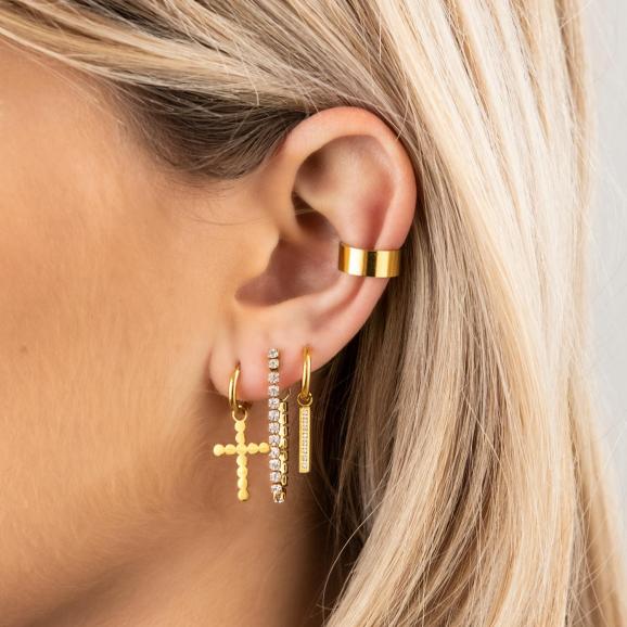 Mix van gouden sieraden en ear cuff