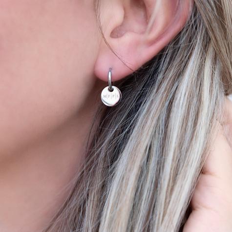 Zilveren oorringetjes met vier initialen