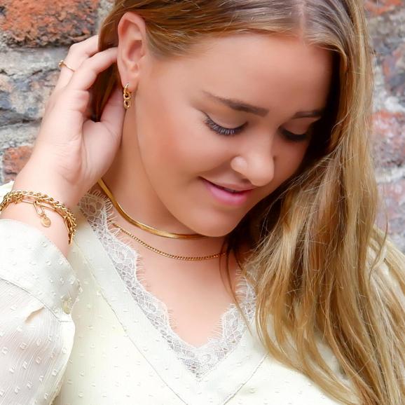 Trendy schakel oorbellen met hanger voor een mooie look