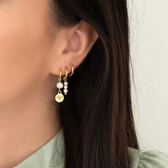mooie earparty met parels voor in het oor