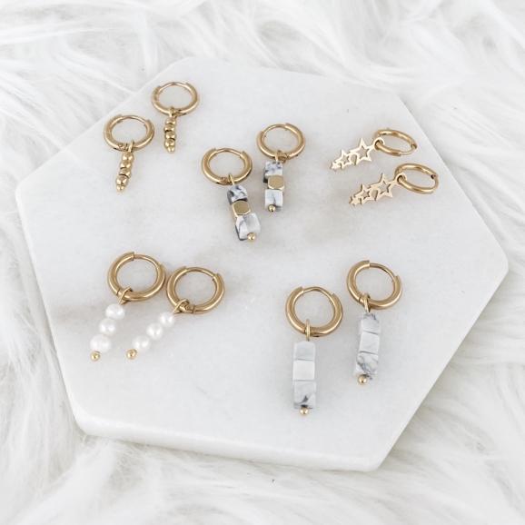 Gouden oorbelletjes met parel en steentjes hanger
