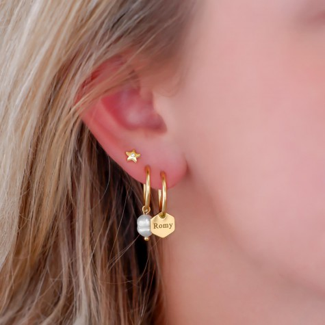 Gepersonaliseerde oorringetjes hexagon hanger goud kleurig