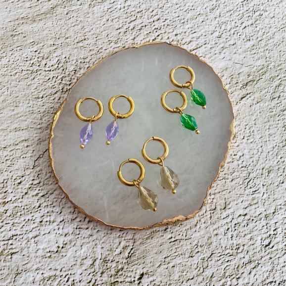 Mooie set met oorbellen met hangertjes en steentjes