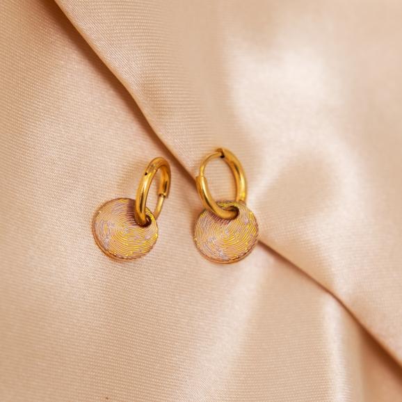 Oorbellen vingerafdruk goud op satijn