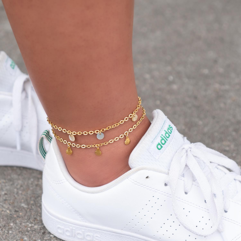 Gouden enkelbandjes met zomerse schelpjes