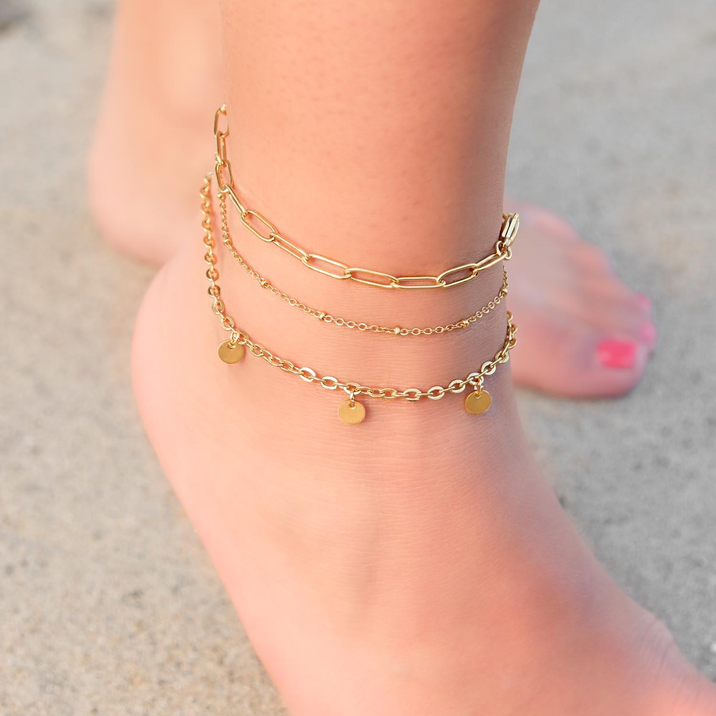 Bolletjes met een enkelbandje om de voet voor een trendy look