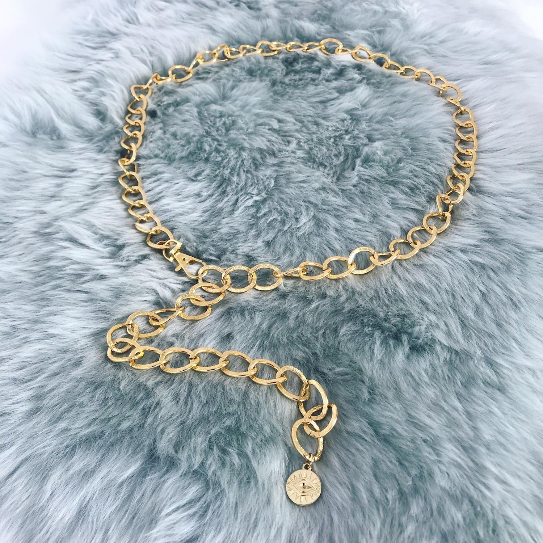 Gouden chain belt op kleedje
