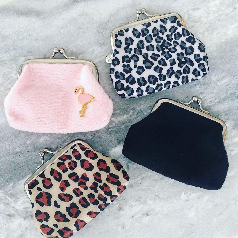 Gekleurde portemonneetjes met velvet en leopard print