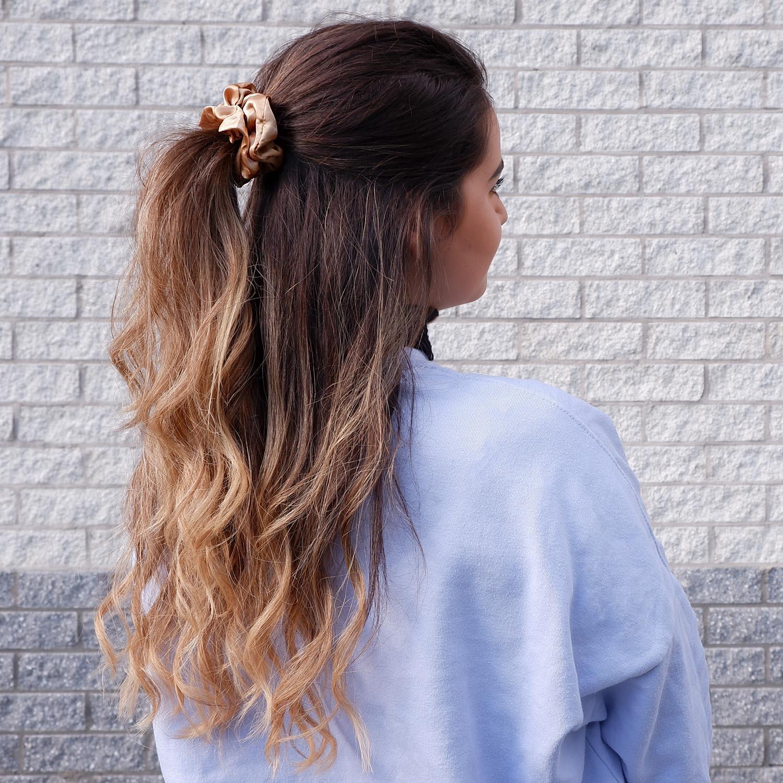Leuke scrunchie in het haar voor een mooie look