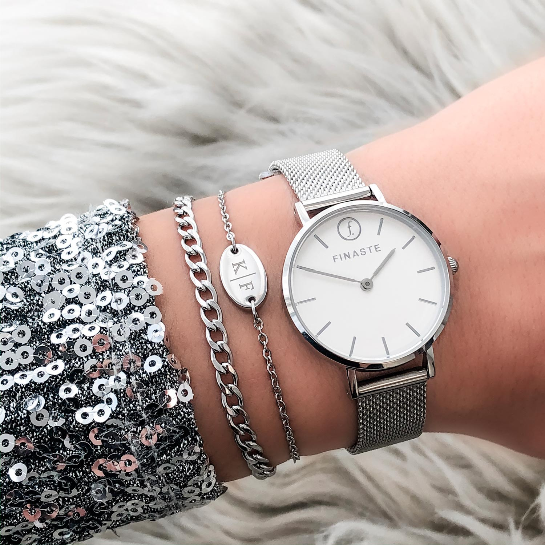 Zilveren horloge voor een mooie mix om de pols