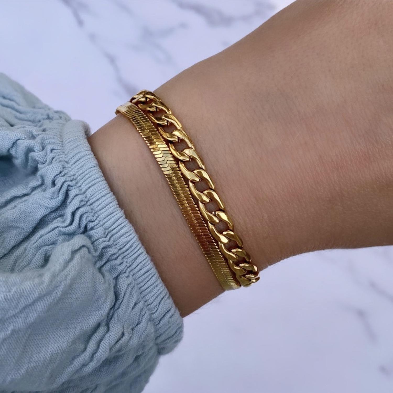 Dubbele armband om de pols voor een trendy look