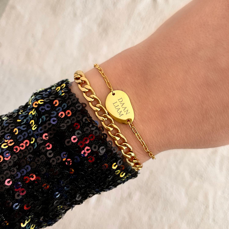 Mix van gouden schakelarmband en graveerbare armband