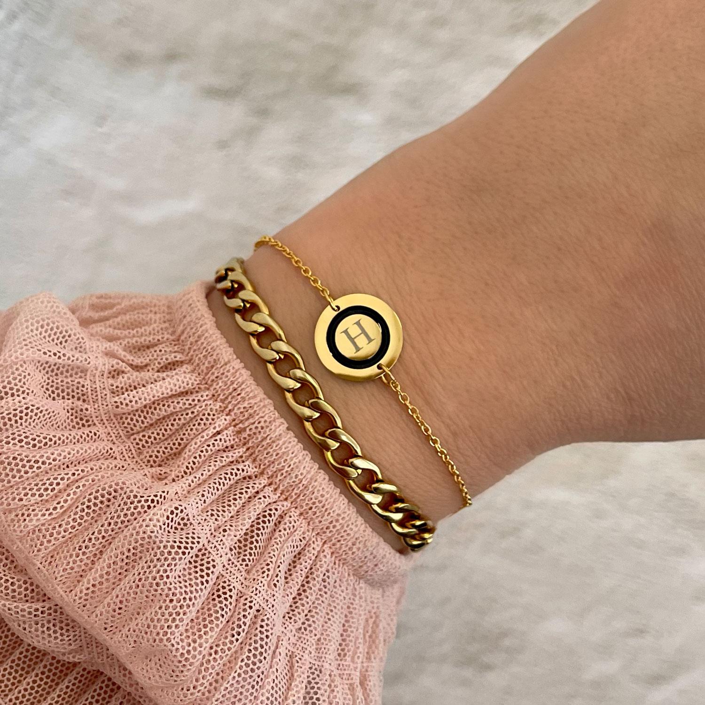 Mooie armband met jouw letter om te kopen