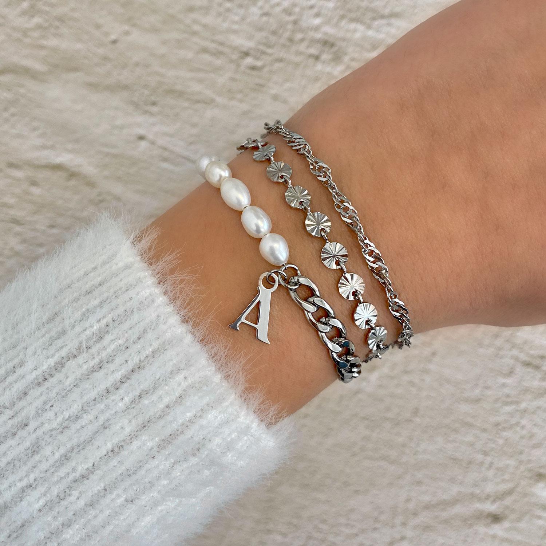 Zilveren armbanden combinatie met parels en initials