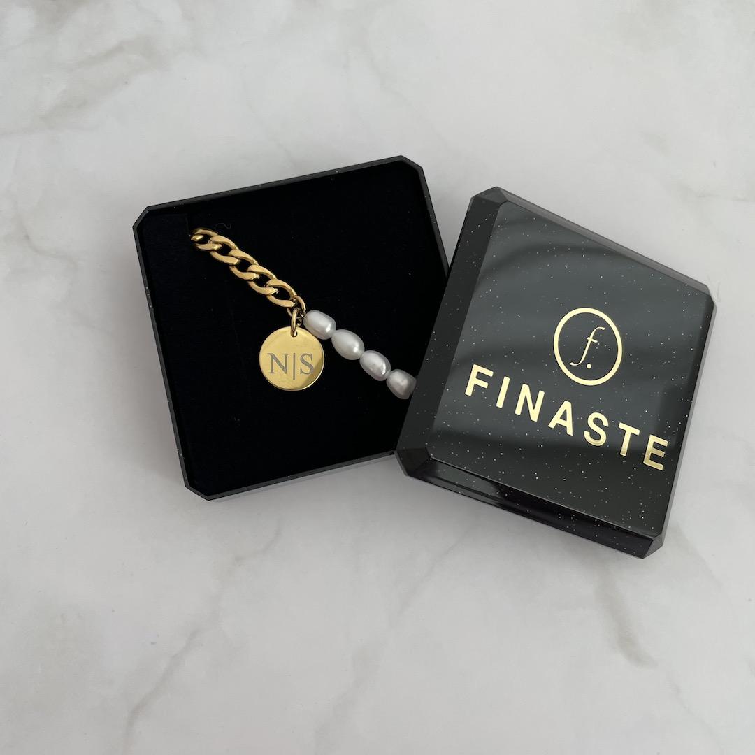 Chain en pearl armband in sieradendoosje