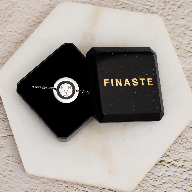 Mooie armband in een sieradendoosje