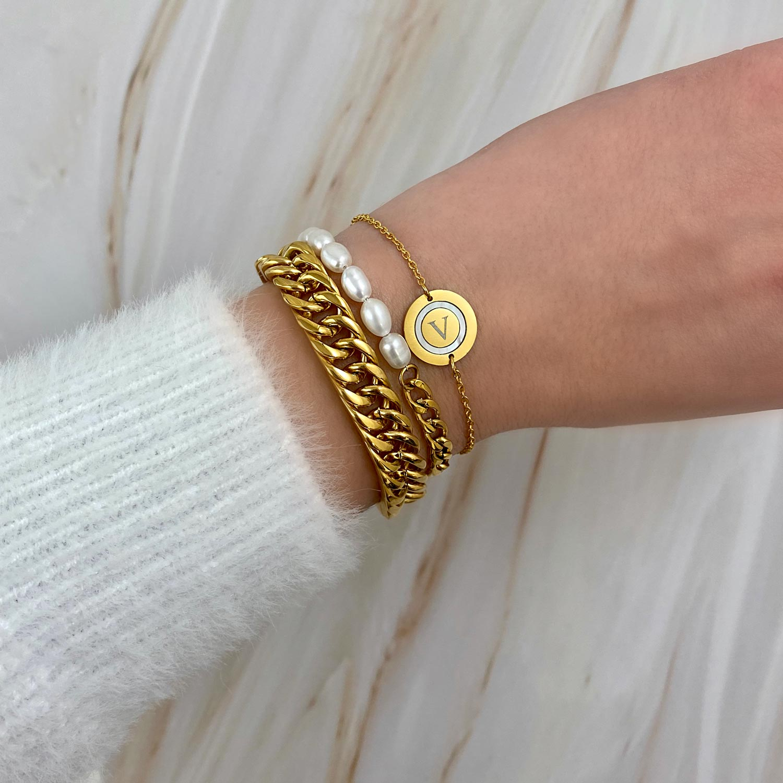 Trendy armband om de pols voor een mooie look
