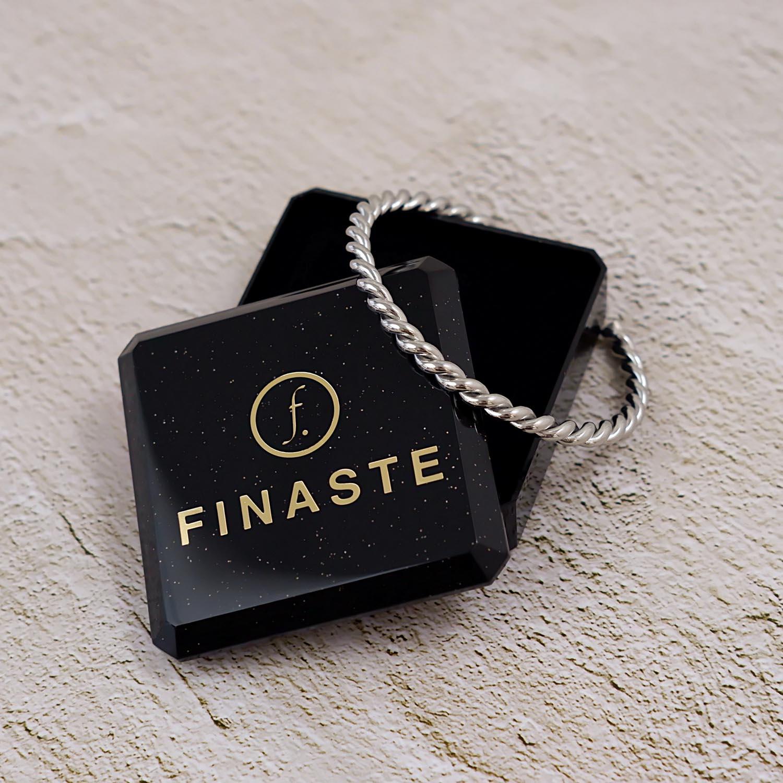 Mooie armband met een sieradendoosje