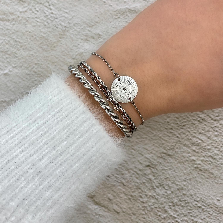 Trendy armbanden om de pols voor een armparty