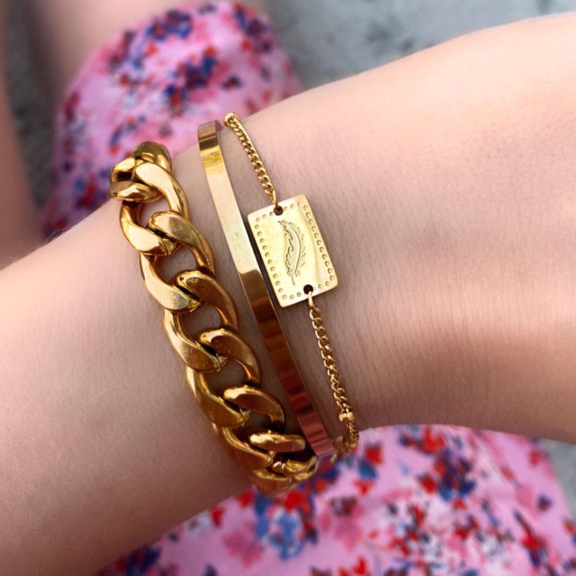 Goudkleurige armband met bedel kopen