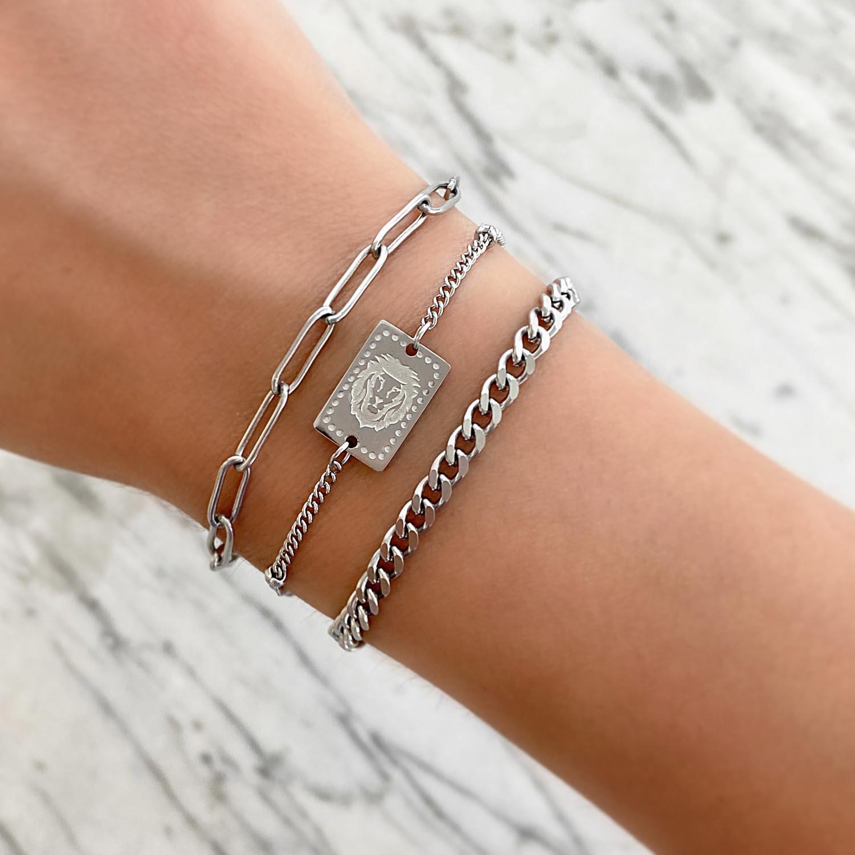 Mooie armband voor een trendy look in een zilveren kleur