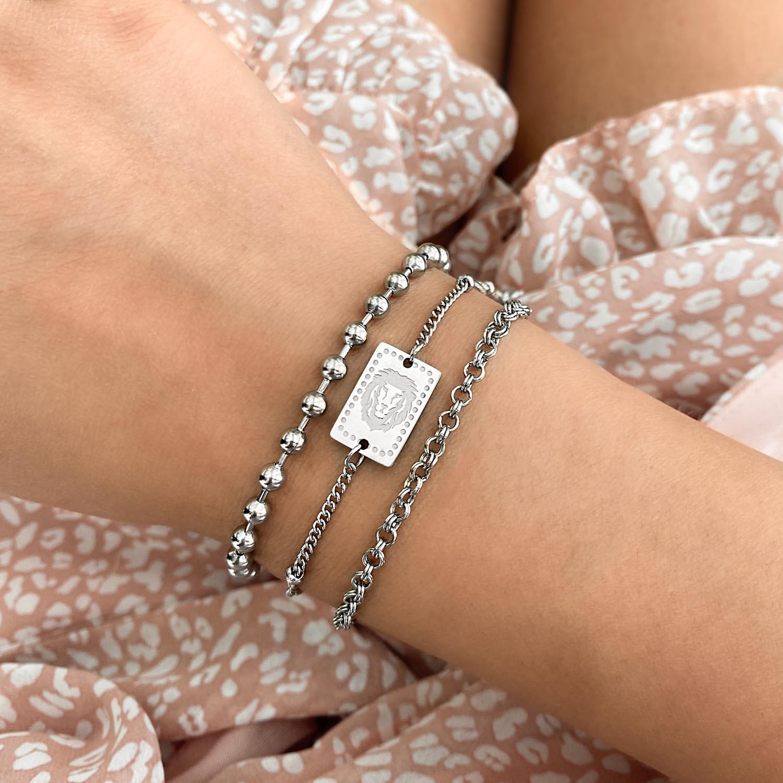 Trendy armband met leeuw om de pols voor een complete look