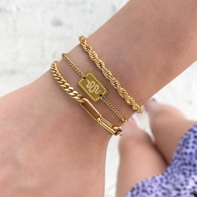Trendy armband met slang om te kopen
