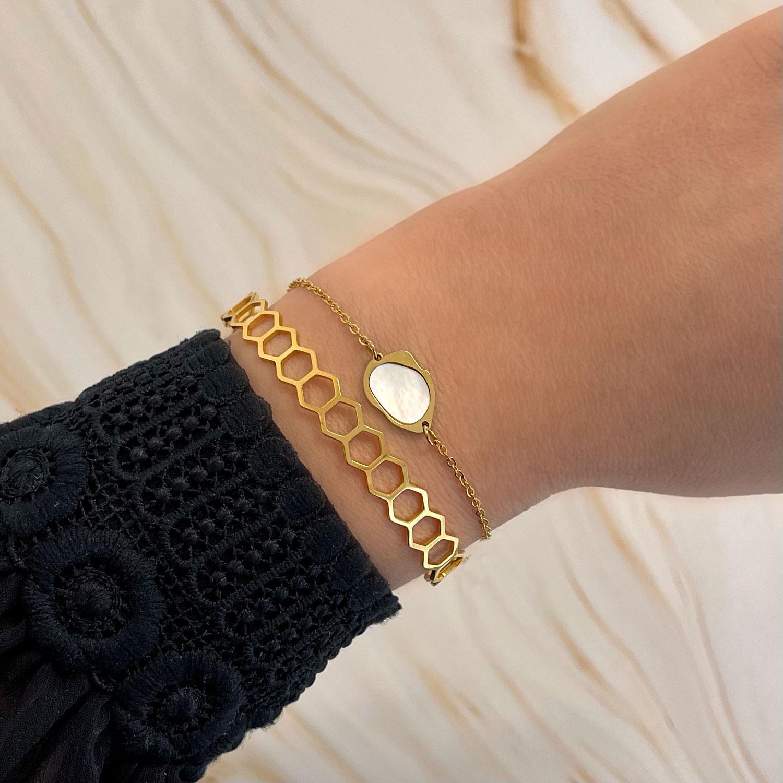 Trendy mix van armbanden voor een mooie look