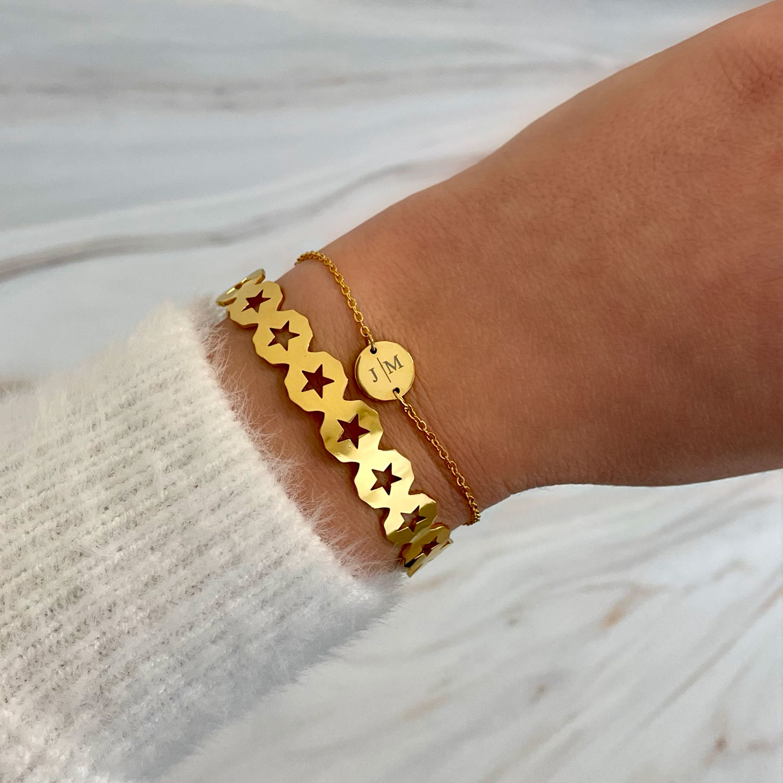Gouden sterretjes bangle met graveerbaar armbandje
