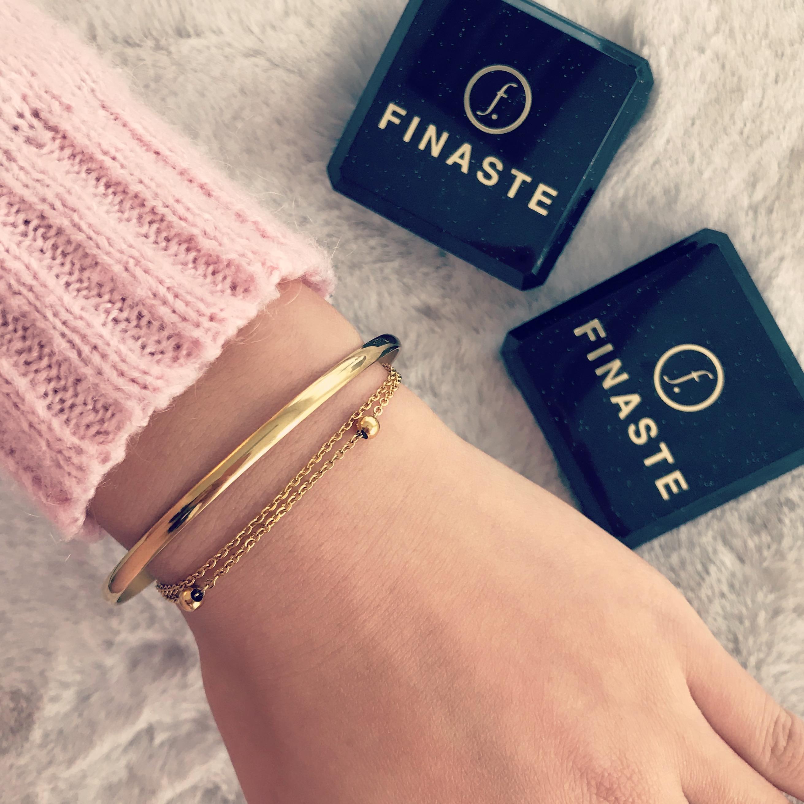 Finaste gouden armbandjes met vachtje en doosjes