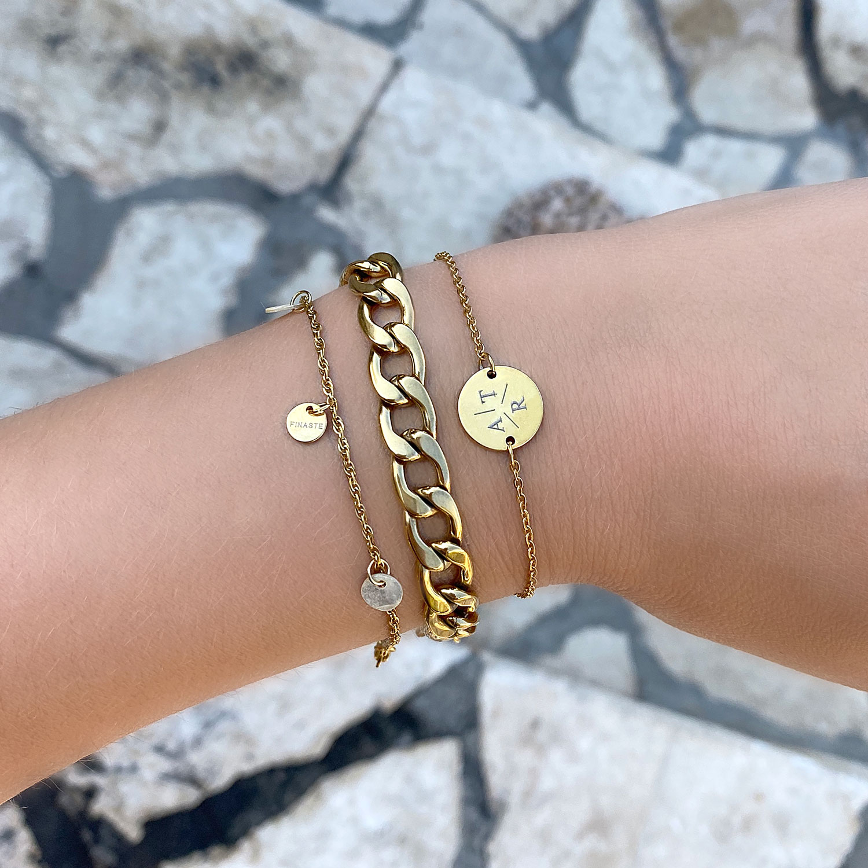 Mooie chain armband om de pols met schelpjes