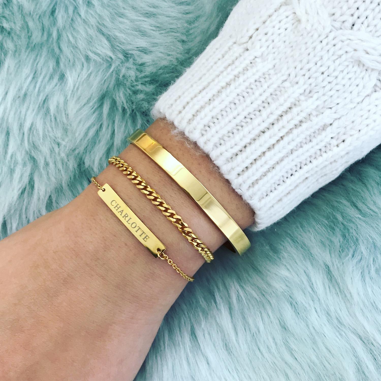 Gouden bangle gecombineerd met graveerbare armband