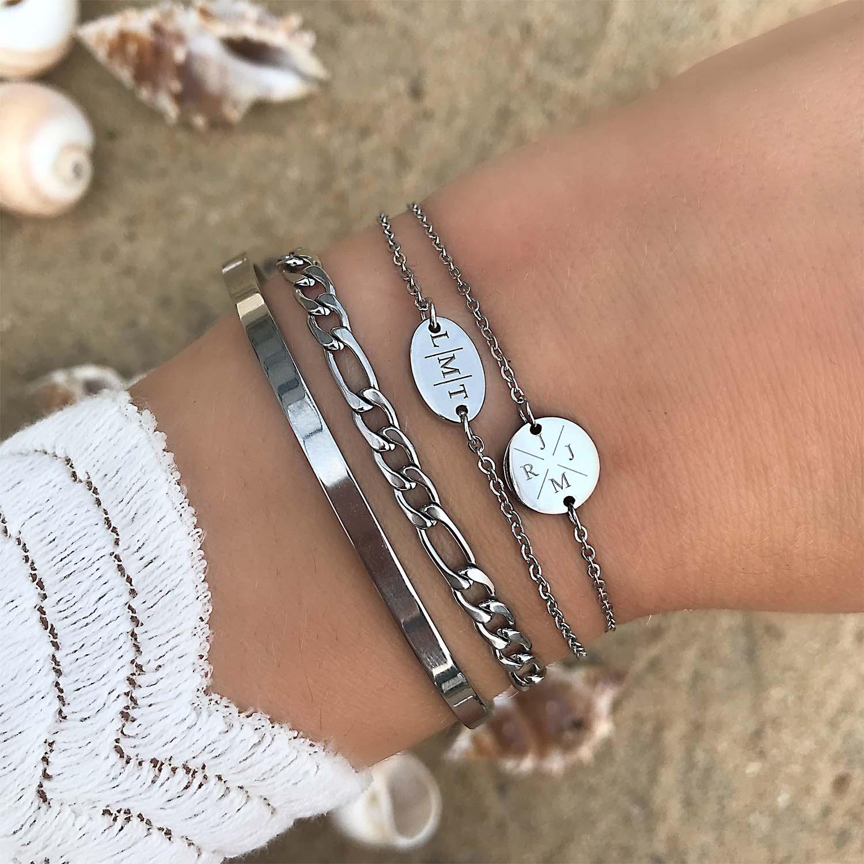 Zilveren bangle in combinatie met graveerbare armbanden
