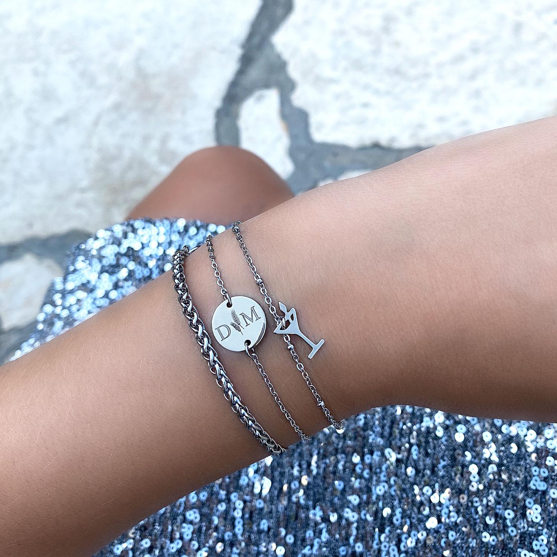 leuke zilveren armbandjes om de pols met gravering