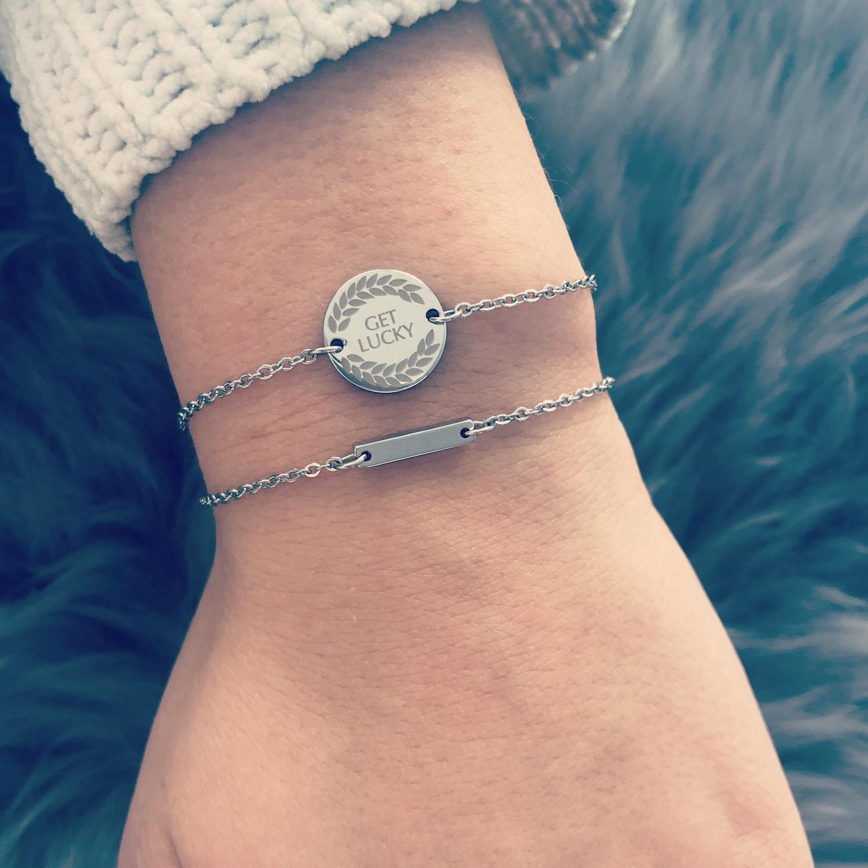Zilveren armbandjes combinatie op vachtje