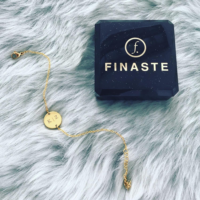 Gouden armband met gegraveerde initialen